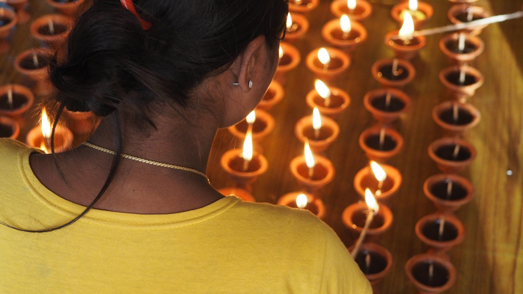 Encenent ciris a Kumari House