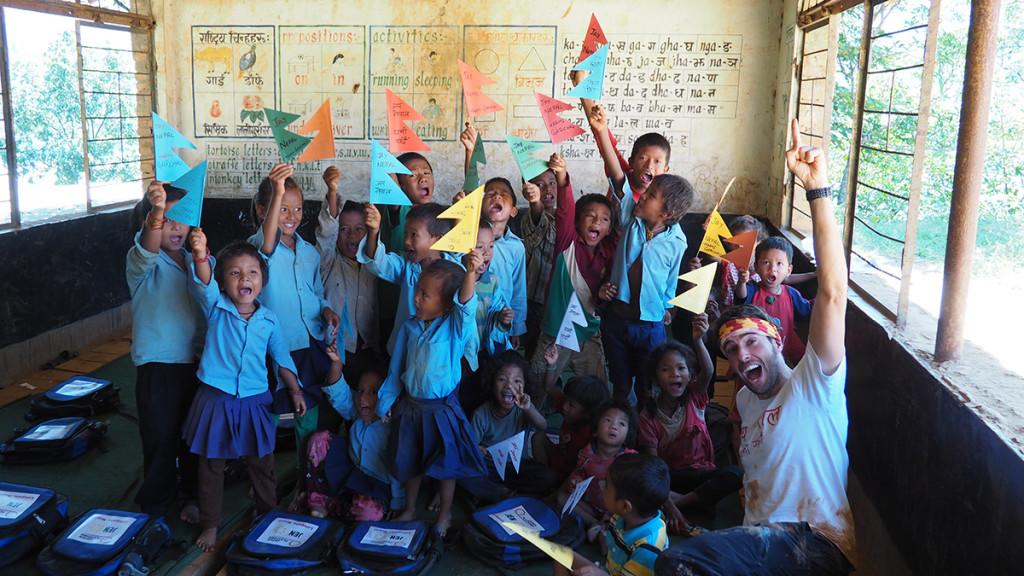 En la escuela de Bodgaun, ¡JAY NEPAL!