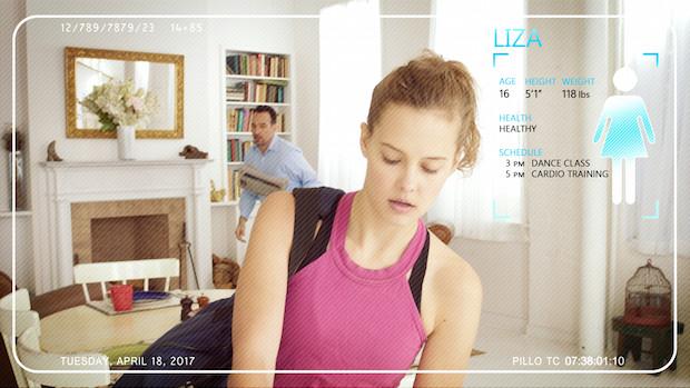 Mediante su sensor de reconocimiento facial, Pillo puede diferenciar cada miembro de la familia