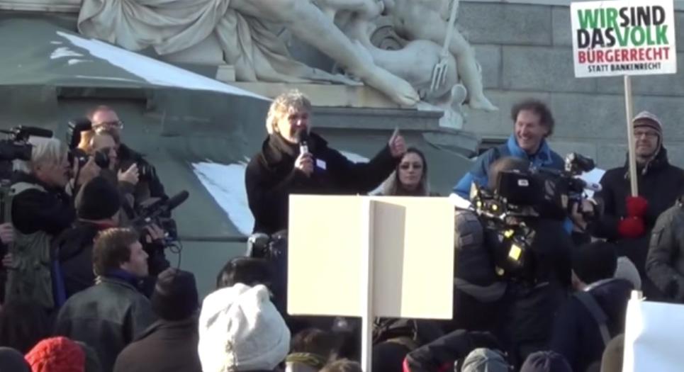Heini en una manifestación de soporte contra la FMA