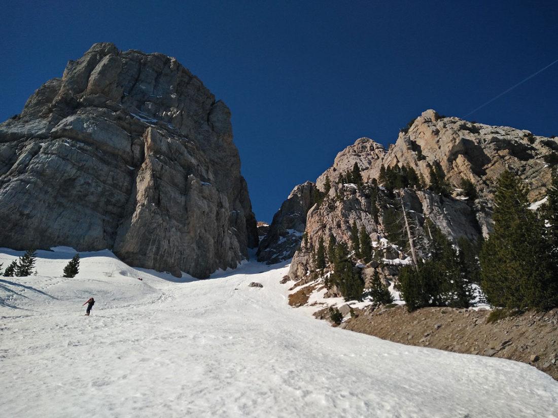 Arribant a la base de la Canal de l'Ordiguer amb esquís